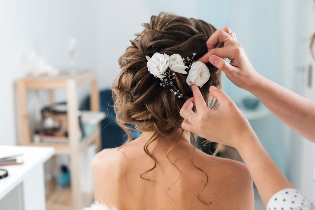 Prostowanie włosów Wygładzanie włosów - Laminacja włosów